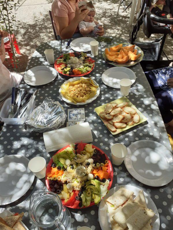 repas partagé des résidentes d'Amado